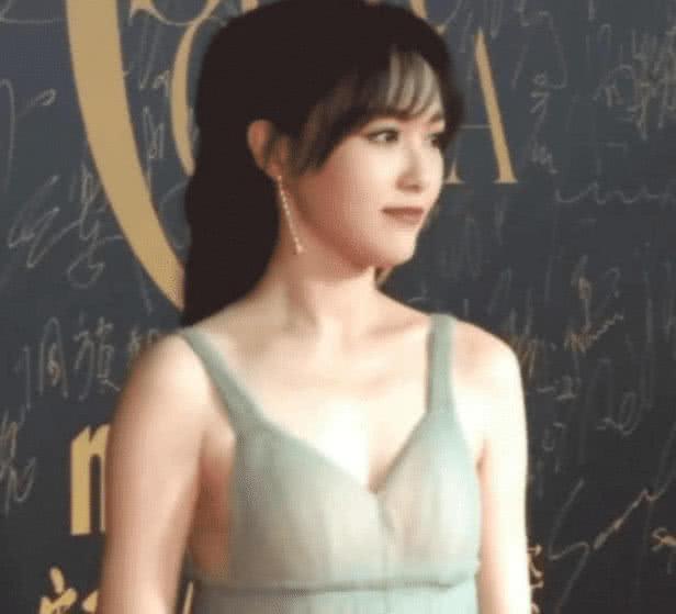 唐嫣的绿薄荷裙太美了,穿上后女人味十足-第2张图片-爱薇女性网
