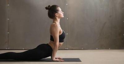 瑜伽这样做既减肥又美体,4个瑜伽体位帮你开肩美背