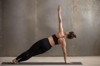 瑜伽这样做既减肥又美体,4个瑜伽体位帮你开肩美背-第3张图片-爱薇女性网