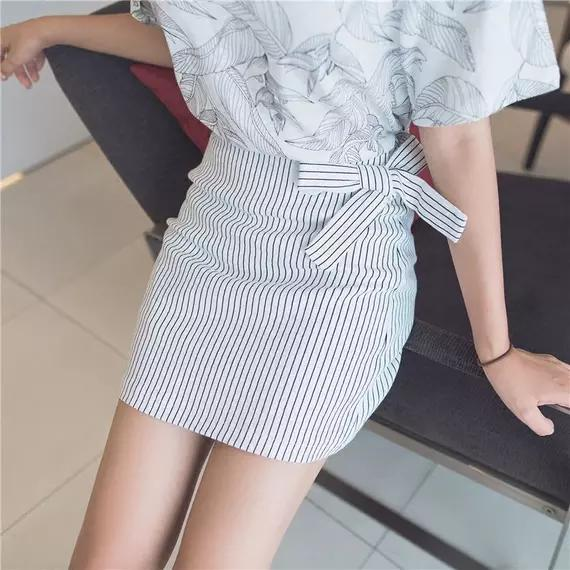 成熟又干练的6套一步裙搭配 让你轻松展现女性的身材和魅力-第5张图片-爱薇女性网