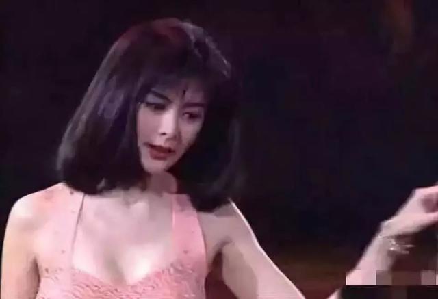 关之琳巅峰时期的颜值,当年出场那刻,碾压多少女星啊!-第2张图片-爱薇女性网