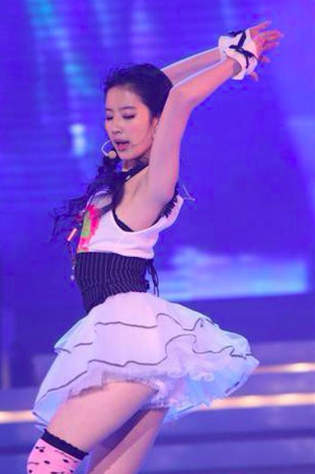 刘亦菲早年大尺度跳舞照曝光,穿着火辣身材性感