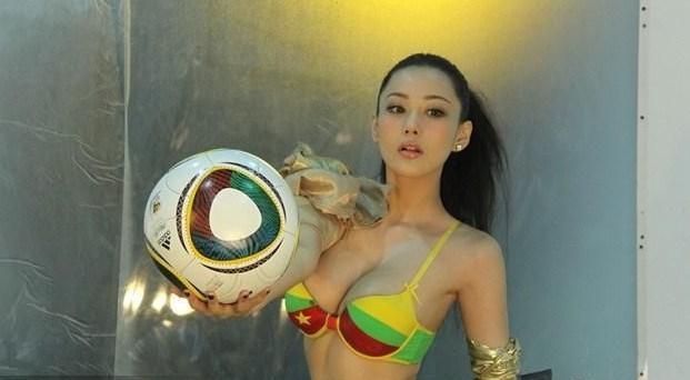 张馨予拍摄性感写真 足球宝贝白皙美背必杀球迷宅男-第3张图片-爱薇女性网