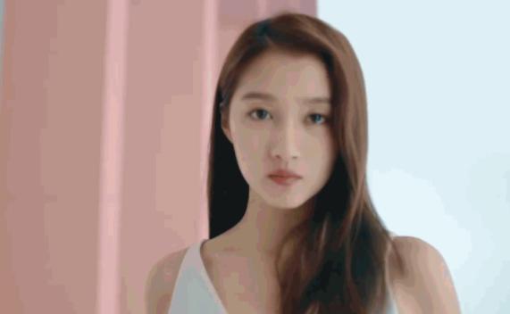 关晓彤接手林志玲的内衣广告,画风大变,含而不露引吐槽