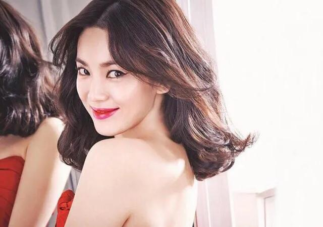 韩国公认的五大美女明星,金妍儿第五,宋慧乔第二,第一名天然美-第2张图片-爱薇女性网