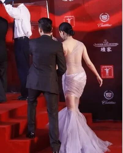 """张雨绮裹着""""保鲜膜""""就走红毯,红配绿也穿出高级感-第1张图片-爱薇女性网"""