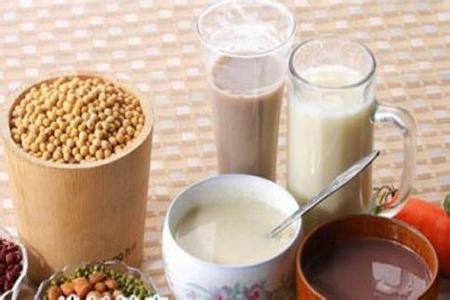 豆浆和牛奶哪个更减肥,三个减肥方法喝牛奶和豆浆进行替换-第1张图片-爱薇女性网