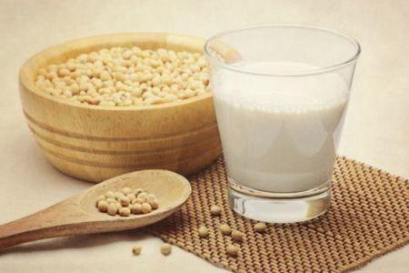 豆浆和牛奶哪个更减肥,三个减肥方法喝牛奶和豆浆进行替换-第2张图片-爱薇女性网