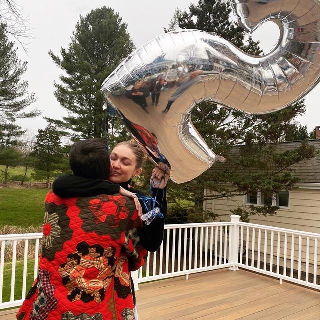 网曝超模吉吉Gigi Hadid怀孕,如今怀孕5个月显孕肚-第1张图片-爱薇女性网