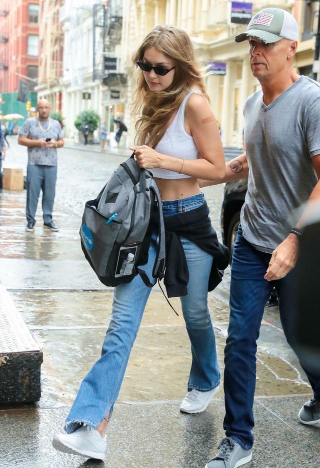 网曝超模吉吉Gigi Hadid怀孕,如今怀孕5个月显孕肚-第2张图片-爱薇女性网