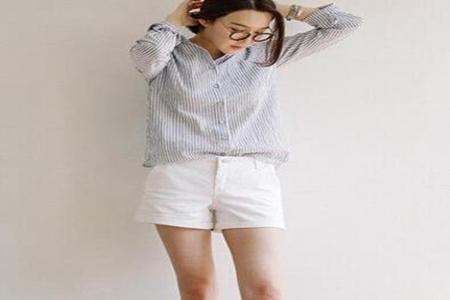 女士白色短裤搭配什么上衣?这3种搭配穿出夏日清纯性感