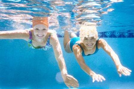 夏天游泳需要注意哪些事项?这5个禁忌要避开防止意外发生-第2张图片-爱薇女性网
