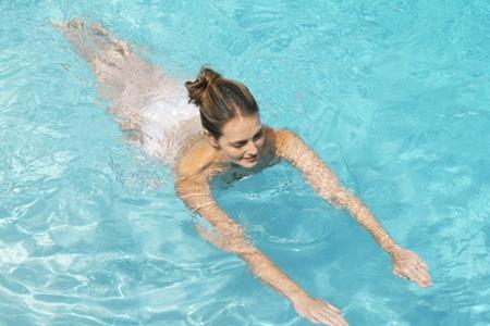 夏天游泳需要注意哪些事项?这5个禁忌要避开防止意外发生-第3张图片-爱薇女性网