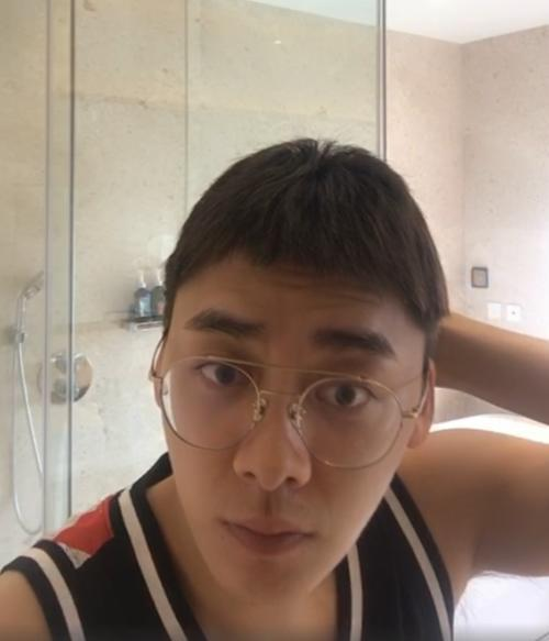 李易峰直播照片被疯传,素颜样子过于真实,网友直呼太丑难以接受-第1张图片-爱薇女性网