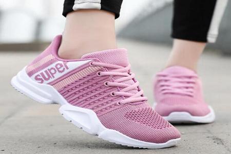 粉色鞋配什么袜子好看?3款街头粉色鞋穿搭少女风爆棚-第1张图片-爱薇女性网