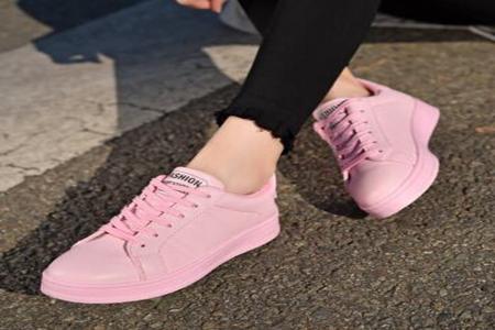 粉色鞋配什么袜子好看?3款街头粉色鞋穿搭少女风爆棚-第2张图片-爱薇女性网