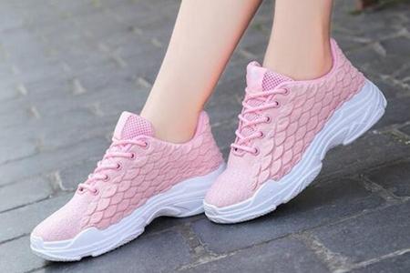 粉色鞋配什么袜子好看?3款街头粉色鞋穿搭少女风爆棚-第3张图片-爱薇女性网