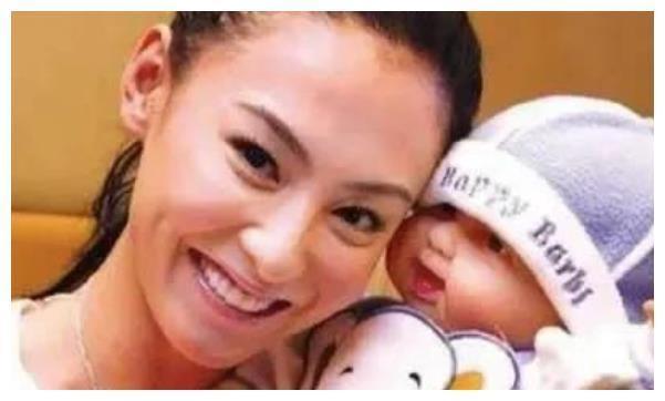 张柏芝默认怀四胎喜讯?一个女儿带四个孩子,背后男人成谜-第2张图片-爱薇女性网
