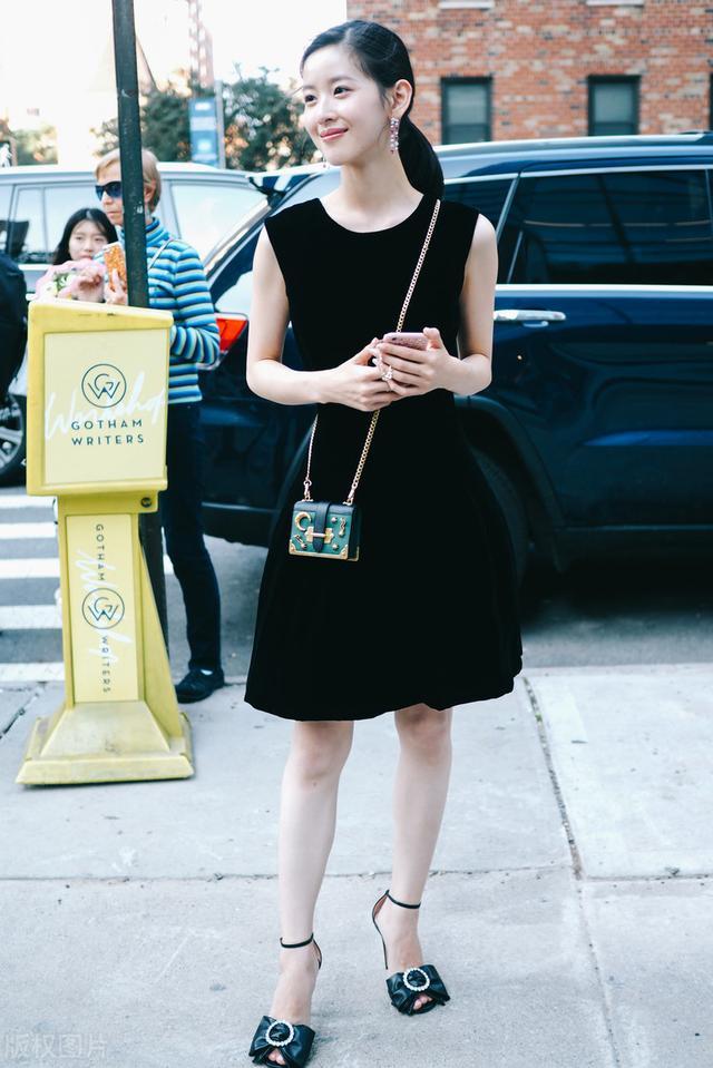 章泽天瑜伽照瘦到没有胯,网友看到臀部:确实是生过孩子的女人了-第1张图片-爱薇女性网
