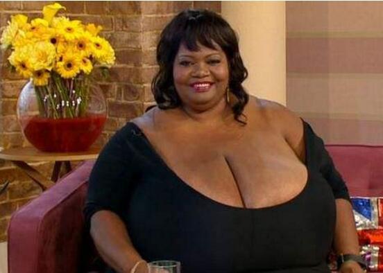世界胸部最大女人排行榜:盘点8个胸围逆天的女人