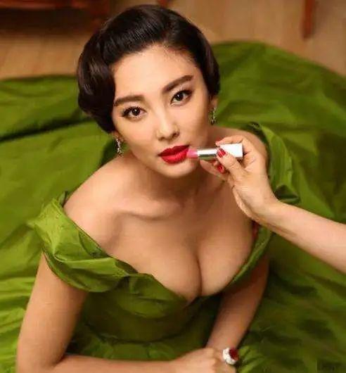 盘点中国十大乳神排行榜,注意不要流鼻血-第7张图片-爱薇女性网