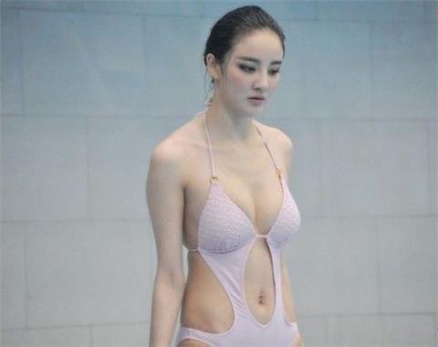 女星不穿内衣露乳 四大女星喷血露胸照-第6张图片-爱薇女性网