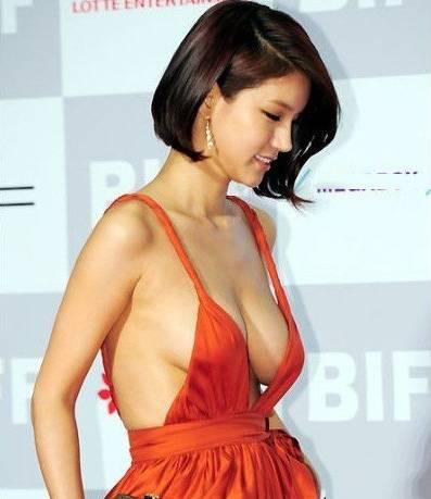 女星不穿内衣露乳 四大女星喷血露胸照-第5张图片-爱薇女性网