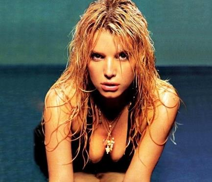 胸部最美的女人:世界最美胸部排行榜-第6张图片-爱薇女性网