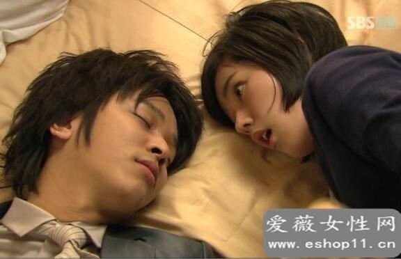 睡一张床男的会忍不住吗,绝大多数男性都会忍不住-第3张图片-爱薇女性网