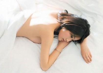女人喜欢不穿衣服睡觉正常吗?女人裸睡有哪些好处-第4张图片-爱薇女性网