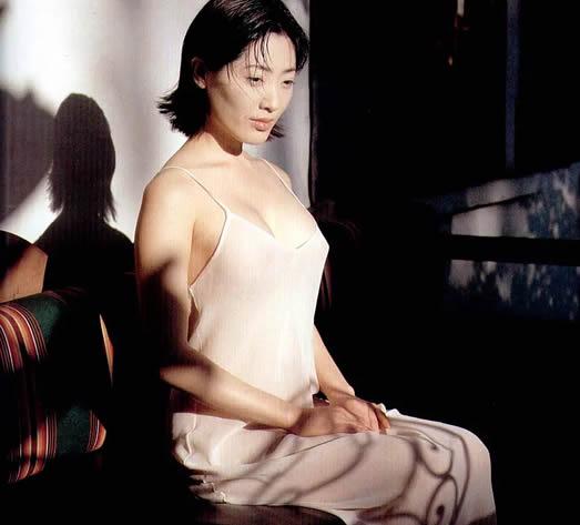 亚洲第一美胸杨思敏(神乃麻美),看一眼就足以让人难忘-第1张图片-爱薇女性网