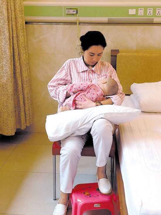 真人示范母乳喂养的4种正确姿势图片以及注意事项-第3张图片-爱薇女性网