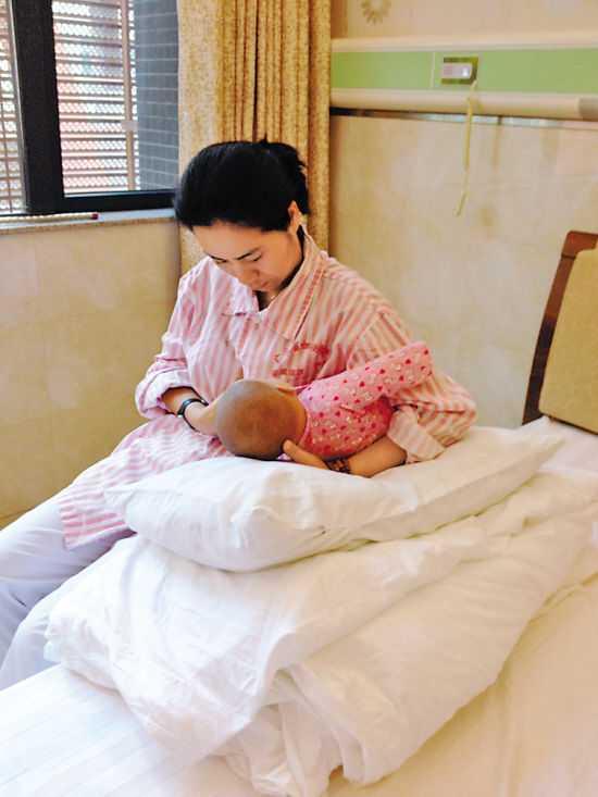 真人示范母乳喂养的4种正确姿势图片以及注意事项-第4张图片-爱薇女性网