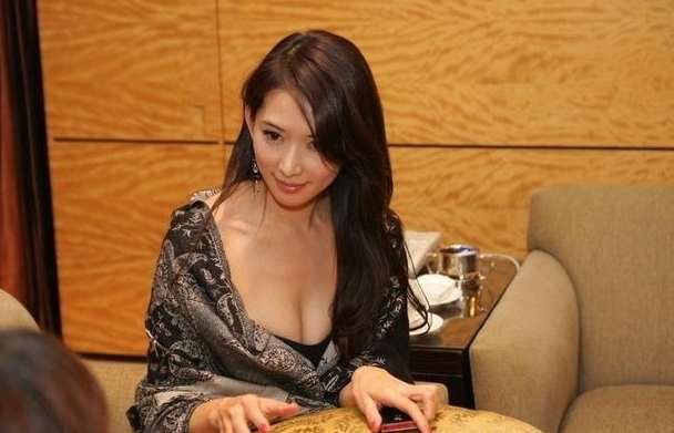 国内外豪放女明星走光图片,故意走光让人看的是血脉喷张-第1张图片-爱薇女性网