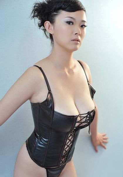 人体模特冰漪性感写真集,E罩杯好身材看了让人喷血-第5张图片-爱薇女性网