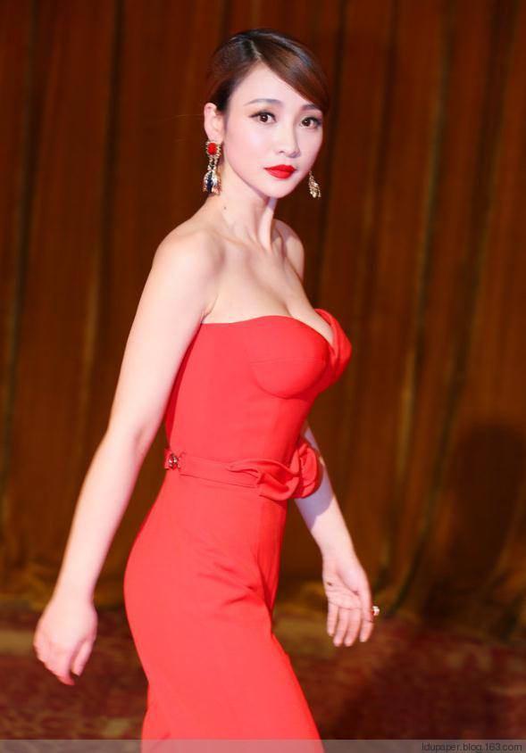 柳岩的胸有多大:柳岩三围尺寸曝光,65E罩杯的胸呼之欲出-第3张图片-爱薇女性网
