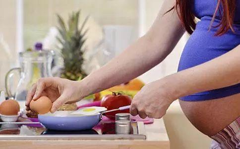 孕妇吃的越大,胎宝宝就越身体健康?怀孕期间理应吃多少?-第2张图片-爱薇女性网