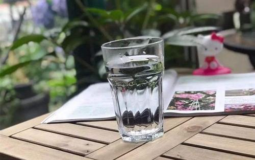 一定要留意身体缺水的15个小信号-第1张图片-爱薇女性网