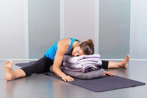 5个睡前瑜伽动作,助眠、瘦身,又养颜-第5张图片-爱薇女性网