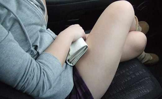 女生夹腿是什么意思?女性夹腿太频繁有什么危害吗-第2张图片-爱薇女性网