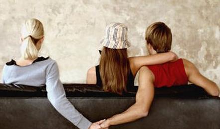 出轨的男人对老婆还有兴趣吗?男人出轨后的心理是什么-第4张图片-爱薇女性网