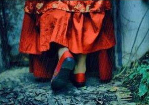 恐怖歌曲红嫁衣:揭秘红嫁衣背后的故事-第4张图片-爱薇女性网