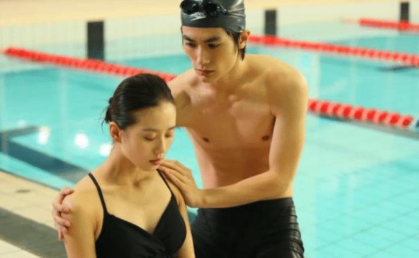 刘诗诗泳装照引围观,性感好身材一览无遗-第2张图片-爱薇女性网