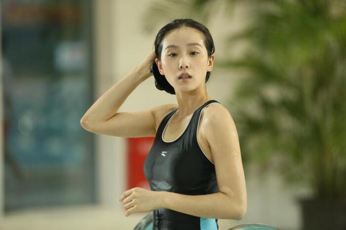 刘诗诗泳装照引围观,性感好身材一览无遗-第3张图片-爱薇女性网