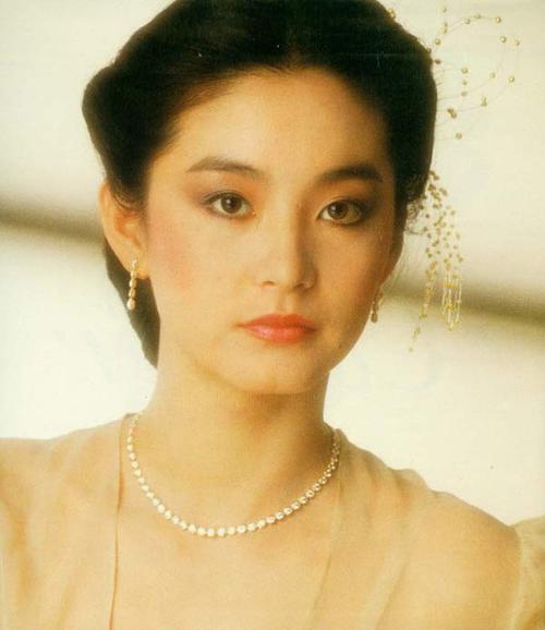 巅峰时期的香港十大女星:个个神仙颜值美到窒息-第4张图片-爱薇女性网
