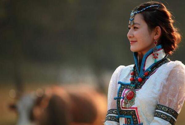 蒙古国女人床上厉害吗?生活所迫只为谋生-第2张图片-爱薇女性网