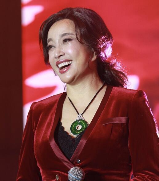 刘晓庆63岁怀宝宝是真的吗?-第4张图片-爱薇女性网