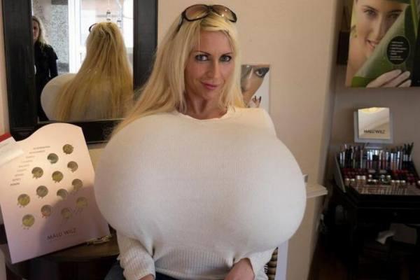 世界上最大的人造巨乳:胸围154厘米重达36斤-第1张图片-爱薇女性网
