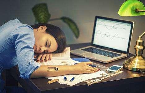 长期熬夜对身体不好,究竟夜里几点睡觉算熬夜呢?-第1张图片-爱薇女性网