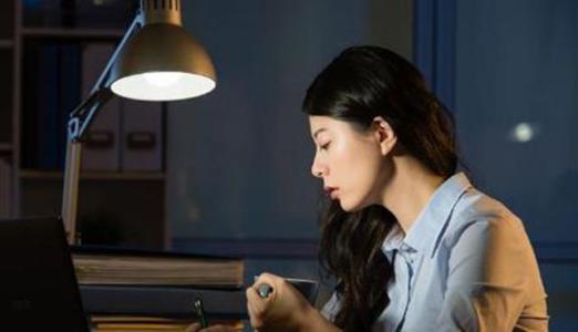 长期熬夜对身体不好,究竟夜里几点睡觉算熬夜呢?-第2张图片-爱薇女性网